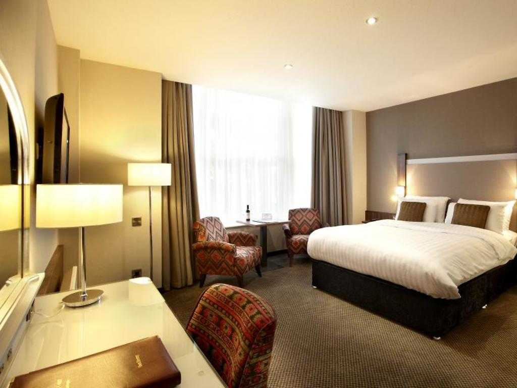 Superior room, Cedar Court Hotel