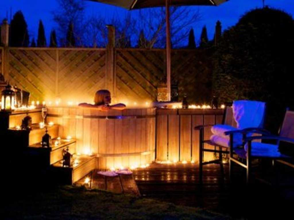 Cottage with private outdoor hot tub room, Cotswold House