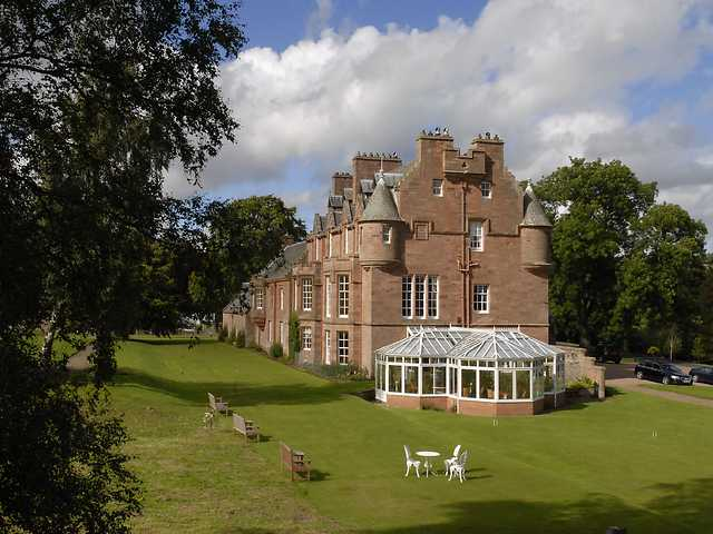 Cringletie House