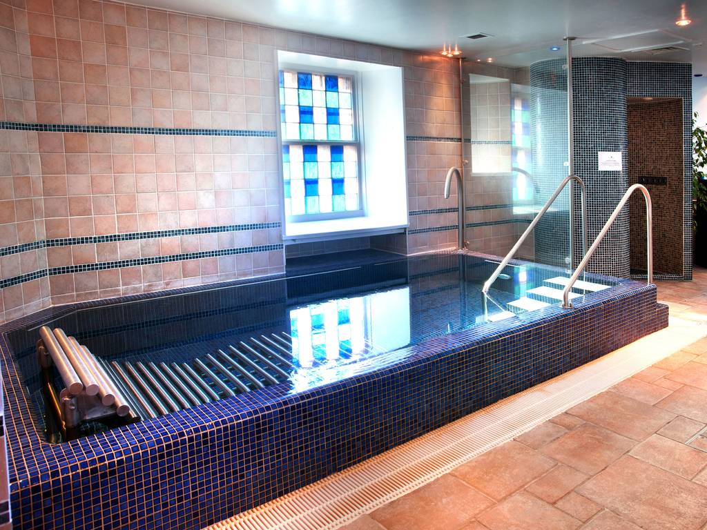 Aqueous Spa spa, Dalhousie Castle