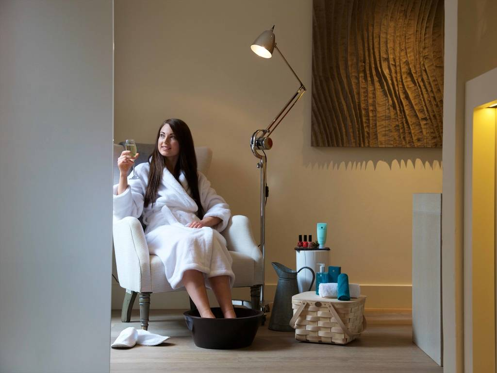 Weavers Spa spa, Swan at Lavenham
