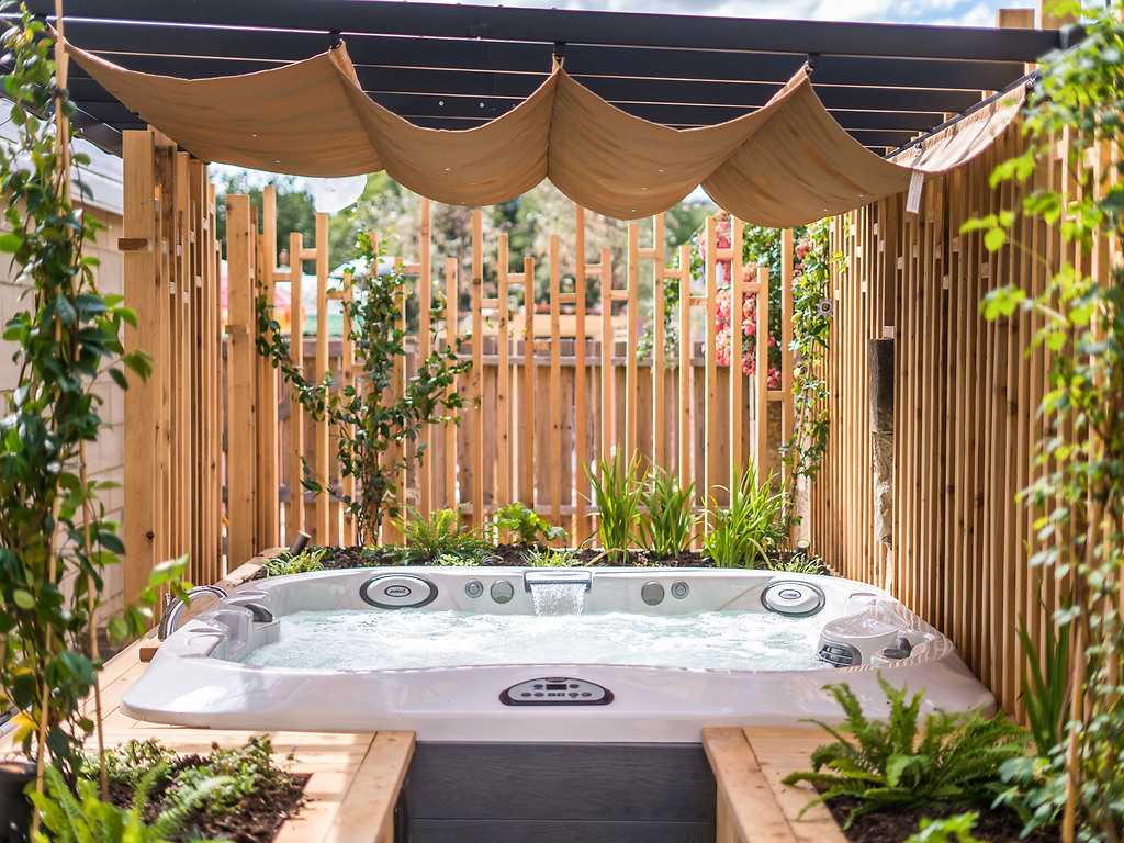 Deluxe Double or Twin with outdoor hot tub room, The Bird